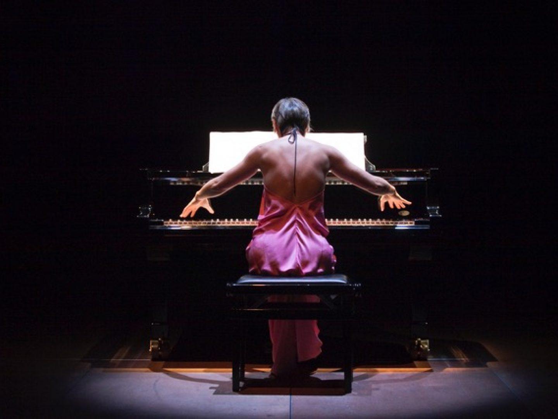 Tomoko Mukaiyama (Klavier)